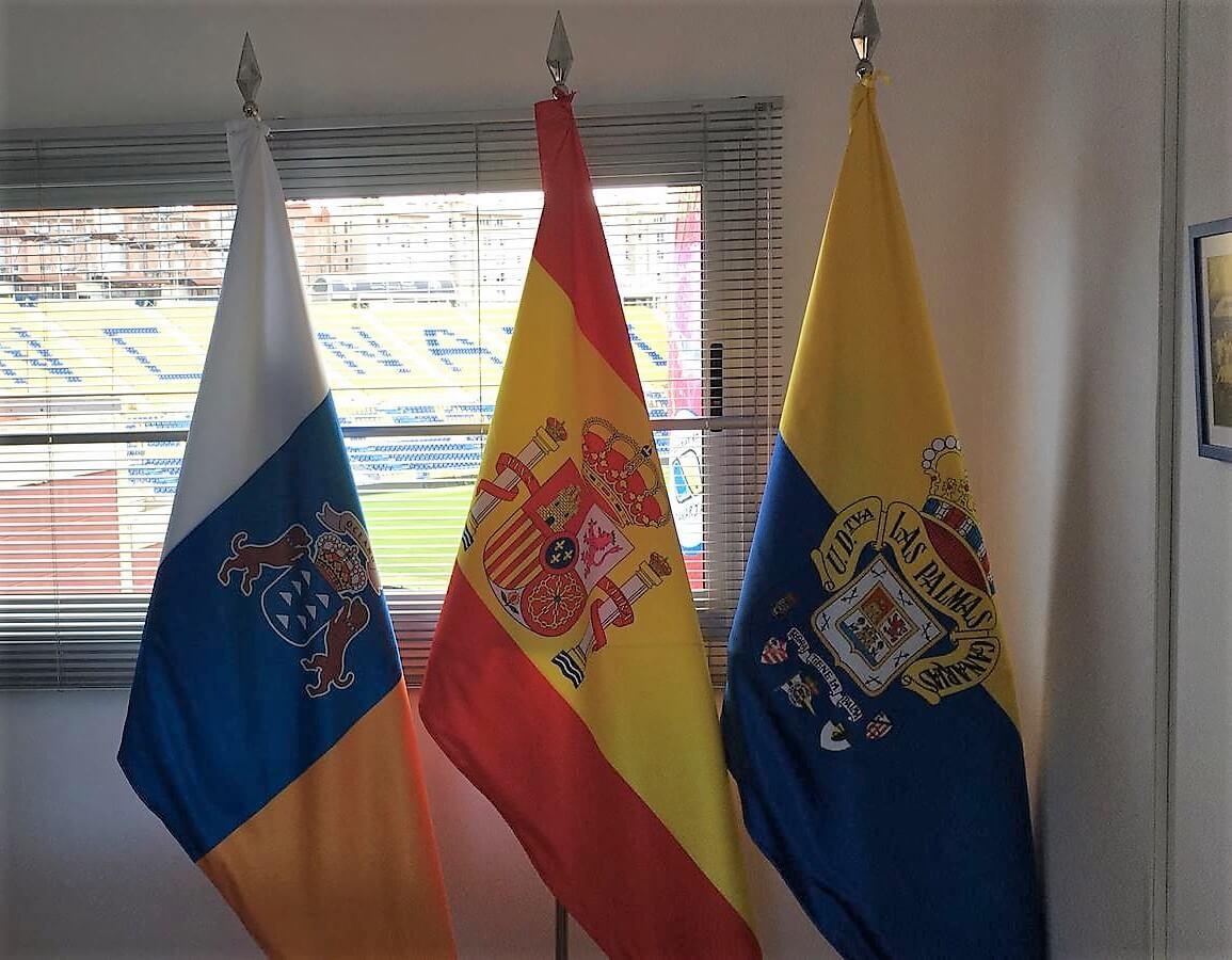 Artículos de protocolo en las palmas - banderas interior Eventtos Canarias