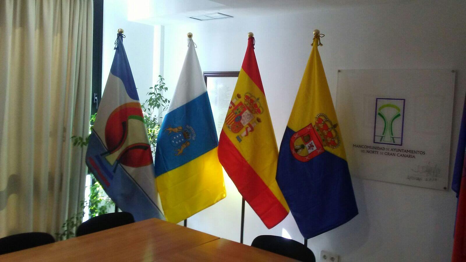 Artículos de protocolo en Gran canaria - Banderas Eventtos Canarias